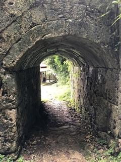 日本最古の石橋・末吉宮の磴道橋_R.JPG